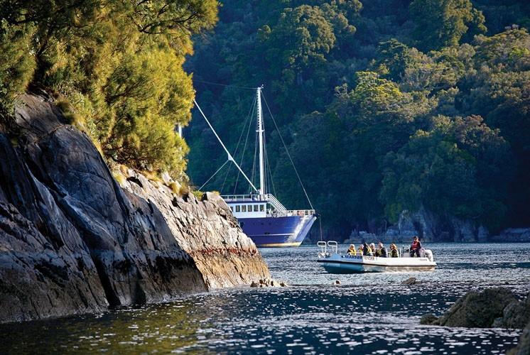 Milford Sound Milford Mariner Overnight Cruise Dua Travel